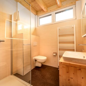Wohlfühlpension Alpenhof Obsteig Innsbruck Suite Badezimmer