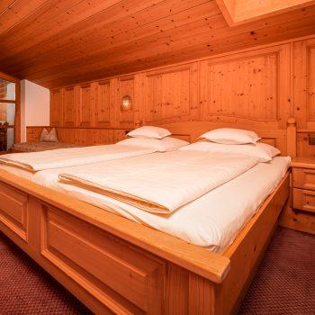 Wohlfühlpension Alpenhof Obsteig Suite Schlafzimmer