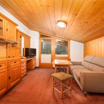 Wohlfühlpension Alpenhof Obsteig Suite Wohnraum